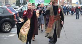 Maturzyści zatańczą poloneza w Rynku