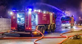 Na Portowej wciąż trwa akcja gaśnicza