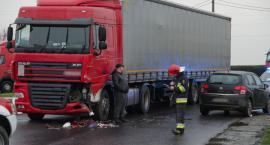 Ciężarówką pod prąd, spowodował kolizję