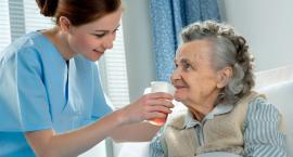 Dlaczego warto pracować za granicą jako opiekunka osób starszych?
