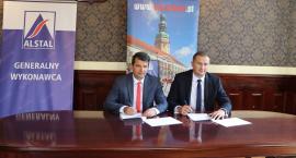 Umowa na modernizację odkrytego basenu podpisana