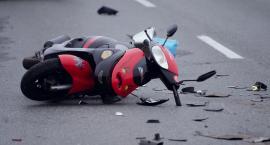 Zderzenie skutera z samochodem. Poszkodowanego reanimowali na miejscu