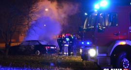 Pożar samochodu w pobliżu papierni