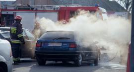 Pożar auta na parkingu