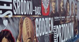 Patriotyczny mural na Sobieskiego