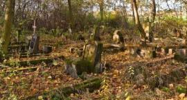 Sprzątanie cmentarza na Nowym Górniku