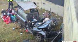 Wypadek - Volvo uderza w wiadukt [VIDEO]