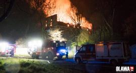 Ogromny pożar w Zabardowicach. Spłonął zabytkowy pałac. VIDEO Z DRONA