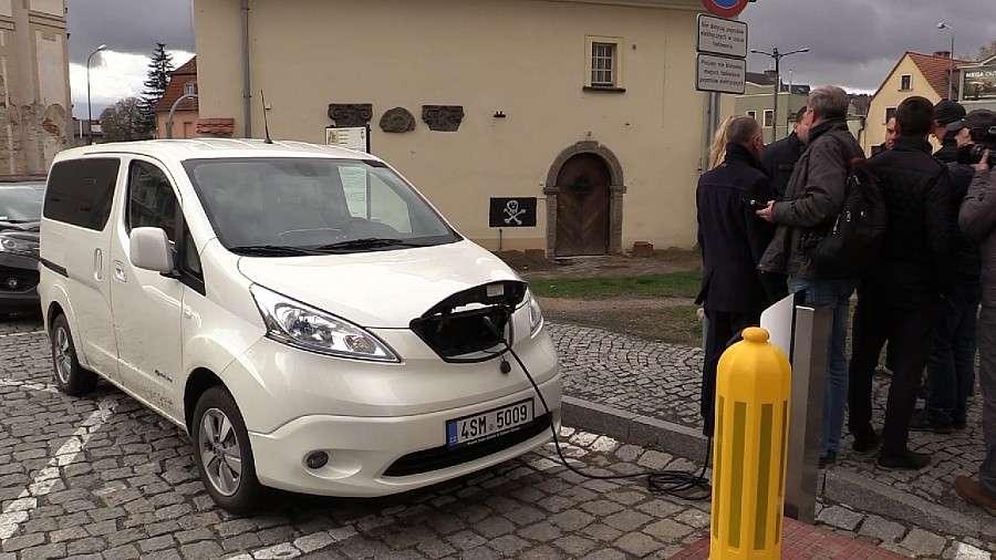 Inwestycje, Jelenia Góra zaprasza pojazdy elektryczne - zdjęcie, fotografia