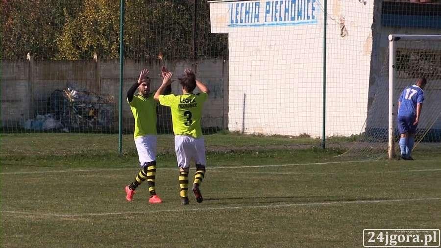Piłka nożna, Lechia wygrywa siódmy sezonie - zdjęcie, fotografia