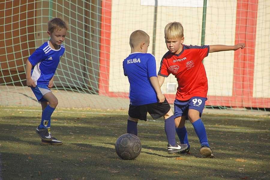Piłka nożna, Młodzi Piłkarze rywalizowali Piechowicach - zdjęcie, fotografia