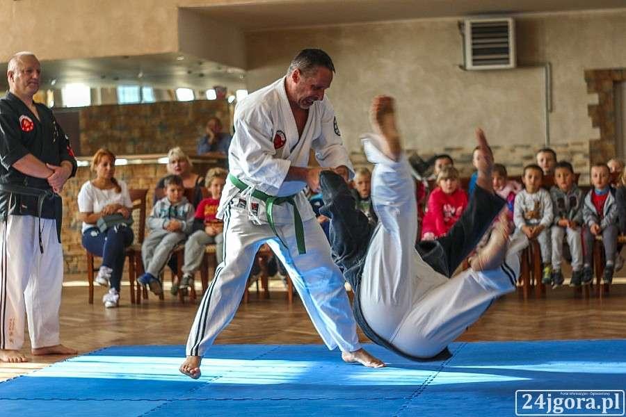 Samorząd, Bobas Maraton pokazami Jitsu - zdjęcie, fotografia