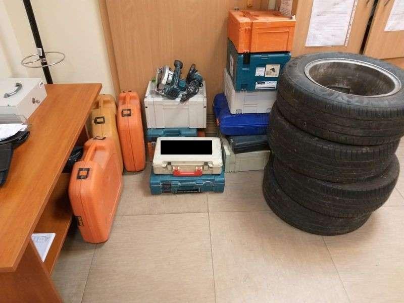 Kronika Kryminalna, Włamał okradł samochód został zatrzymany przez policjantów - zdjęcie, fotografia