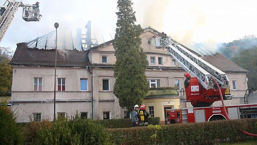 Pożary, Pomoc pogorzelcom odbudowa budynku Kryształowej - zdjęcie, fotografia