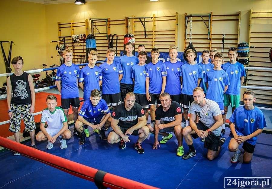 Piłka nożna, Piłkarze Karkonoszy trenują Fighters - zdjęcie, fotografia