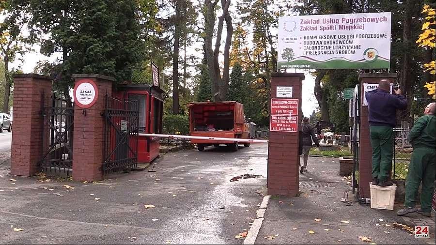 Komunikaty policji, Zdewastowali nagrobków starym cmentarzu - zdjęcie, fotografia