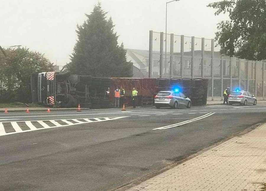 Wypadki drogowe, Bolesławcu przewrócił Kierowca ciężko ranny - zdjęcie, fotografia