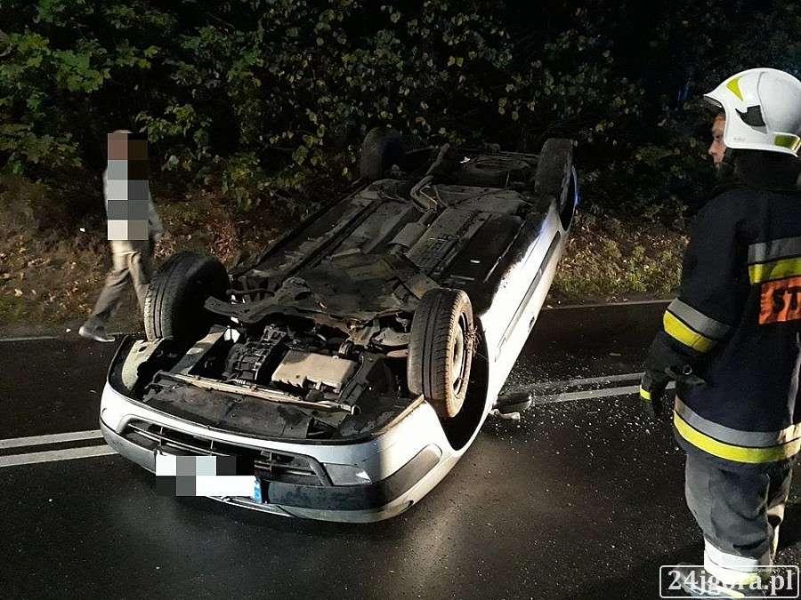 Wypadki drogowe, Dachowanie Świeradowem - zdjęcie, fotografia