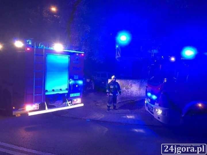 Z ostatniej chwili, Szklarska Poręba Strażacy policjanci weszli mieszkania - zdjęcie, fotografia