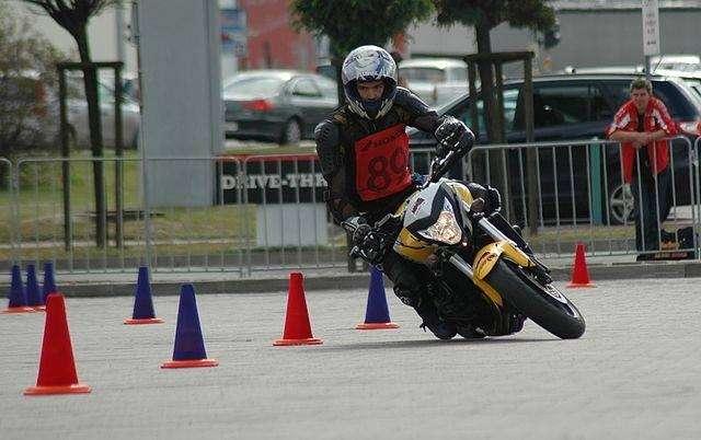 Komunikacja, Trening doskonalenia techniki jazdy motocyklistów - zdjęcie, fotografia