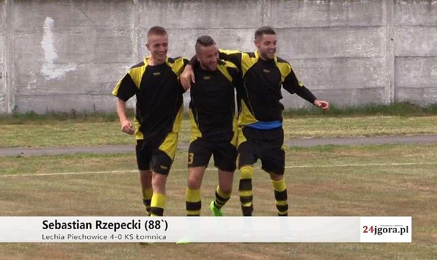Piłka nożna, Rzepecki pogrążył Łomnicę Mocny start Lechii - zdjęcie, fotografia