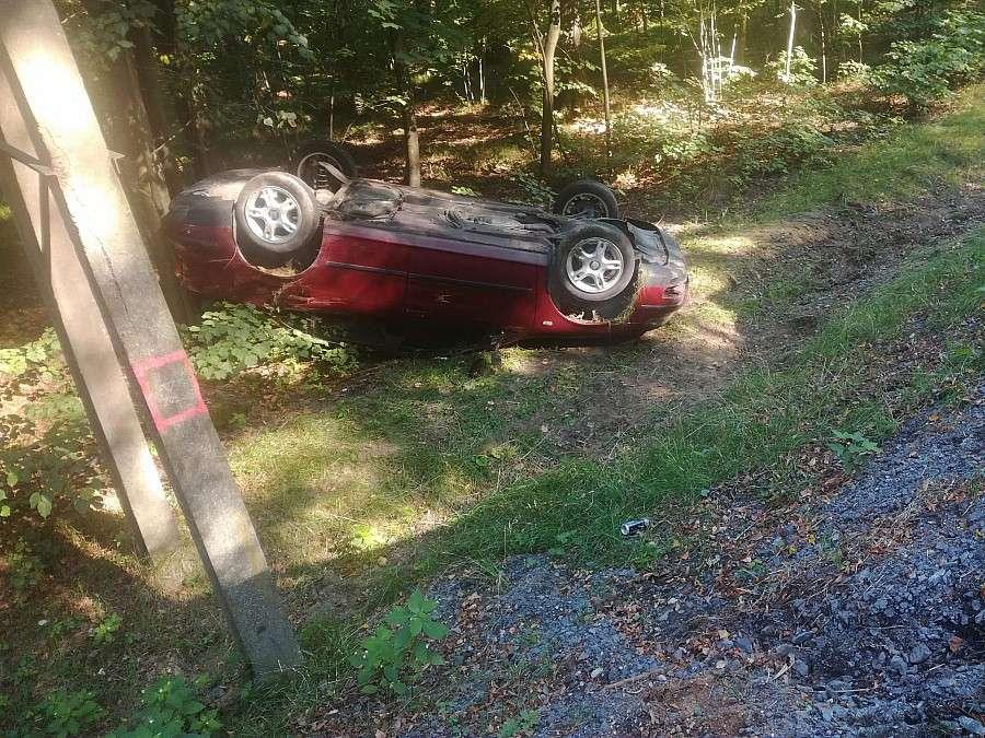 Wypadki drogowe, Dachował seatem - zdjęcie, fotografia