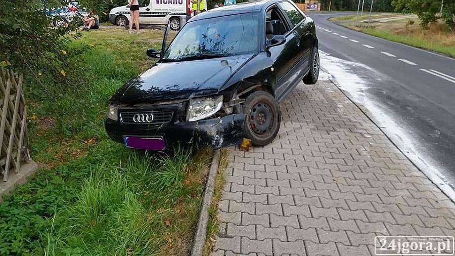 Wypadki drogowe, Wymuszenie pierwszeństwa przyczyną zderzenia mercedesem - zdjęcie, fotografia