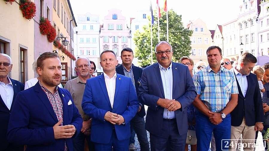 Samorząd, stawia Papaja Mazura Sokolińskiego - zdjęcie, fotografia