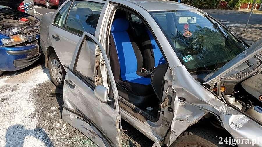 Wypadki drogowe, osoby ranne zderzeniu dwóch Wojska Polskiego - zdjęcie, fotografia