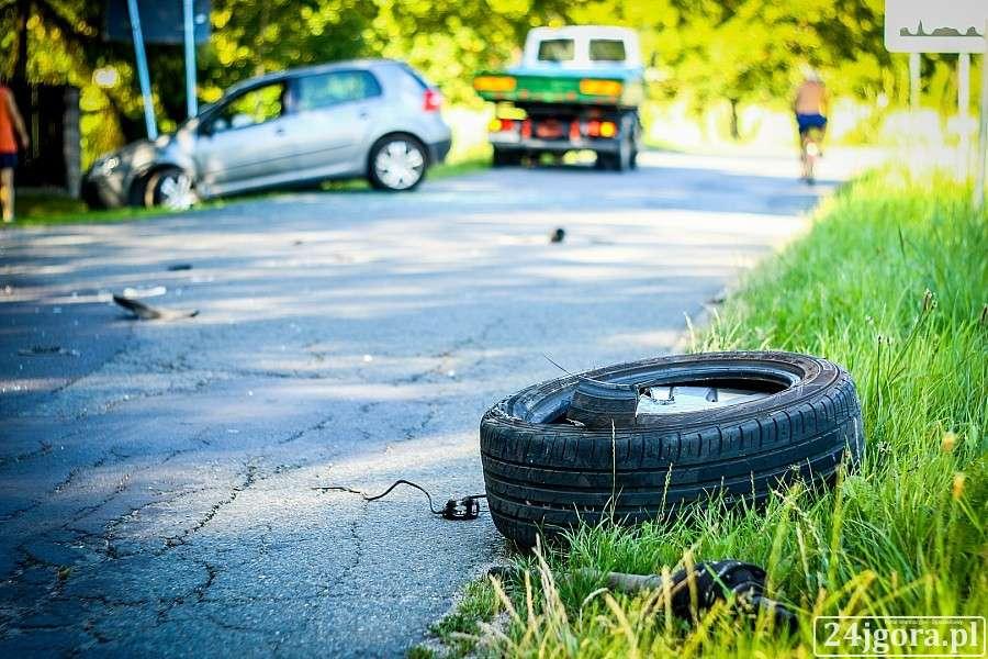 Wypadki drogowe, Eksplozja opony prawie czołówka Podgórzynie - zdjęcie, fotografia