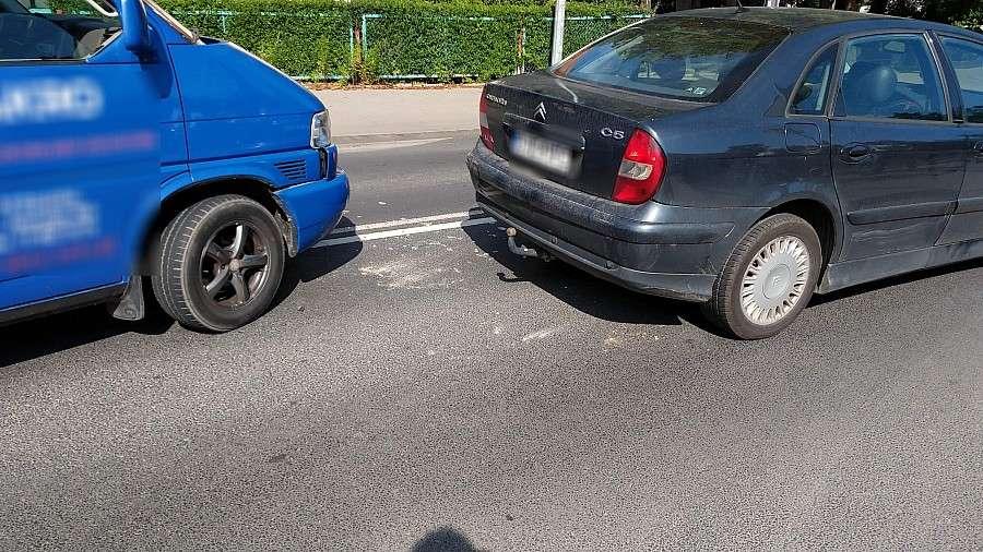Wypadki drogowe, Najechanie prowizoryczny trójkąt - zdjęcie, fotografia