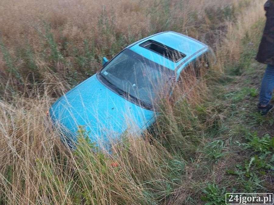 Wypadki drogowe, Siedlęcinie wypadło drogi - zdjęcie, fotografia