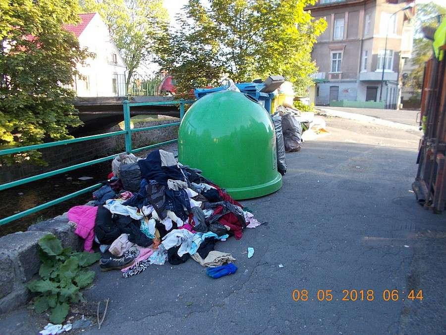 Z ostatniej chwili, Jedni śmiecą wszyscy płacą - zdjęcie, fotografia