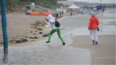 Turystyka, Prognozy pogody psują wakacje turystom interes hotelarzom - zdjęcie, fotografia