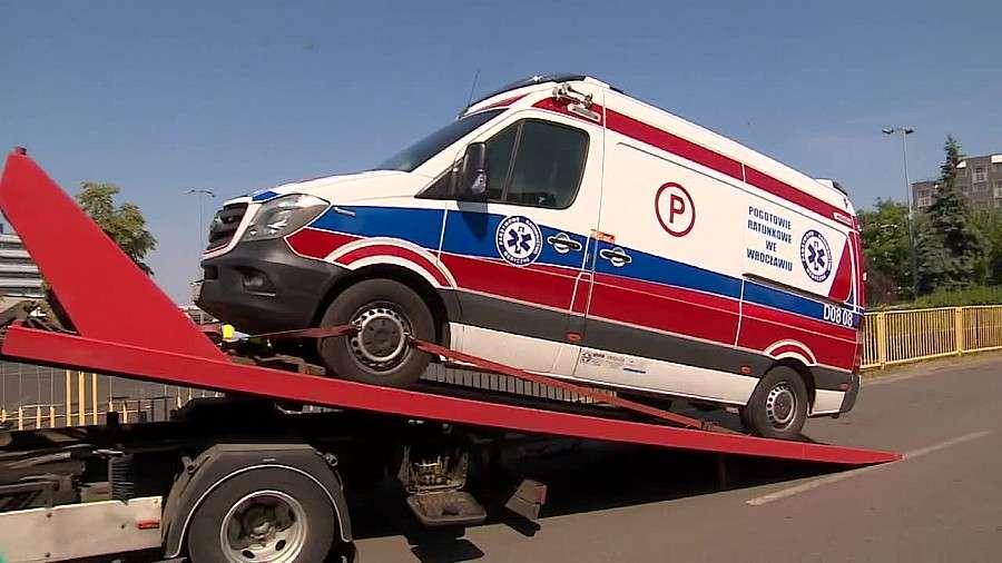 Absurdy, Karetka pogotowia była ciężka Absurdalny przepis sprawił policja zarekwirowała ambulans - zdjęcie, fotografia
