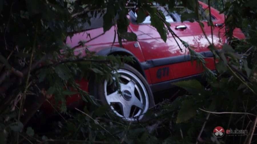 Wypadki drogowe, wyprzedzaniu doprowadził kolizji - zdjęcie, fotografia
