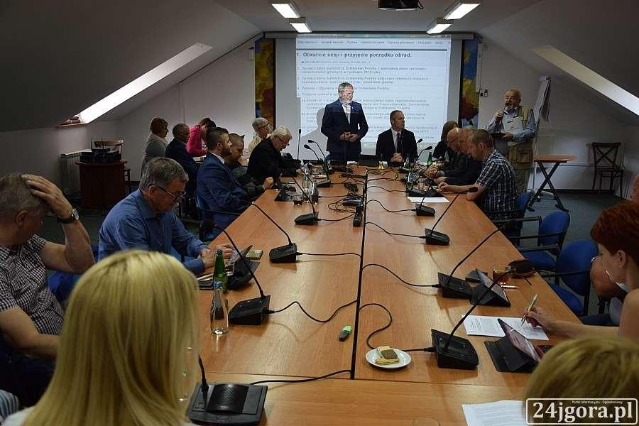 Ludzie, radna Szklarskiej Poręby nazwała mieszkańców burakami - zdjęcie, fotografia