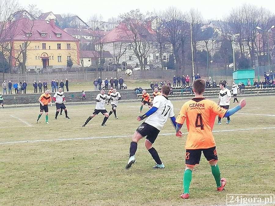 Piłka nożna, kolejka klasy - zdjęcie, fotografia