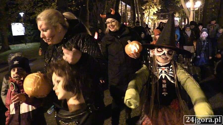 Plenerowe, Jeleniogórzanie tylko) ruszyli Halloweenowym Pochodzie (VIDEO) - zdjęcie, fotografia