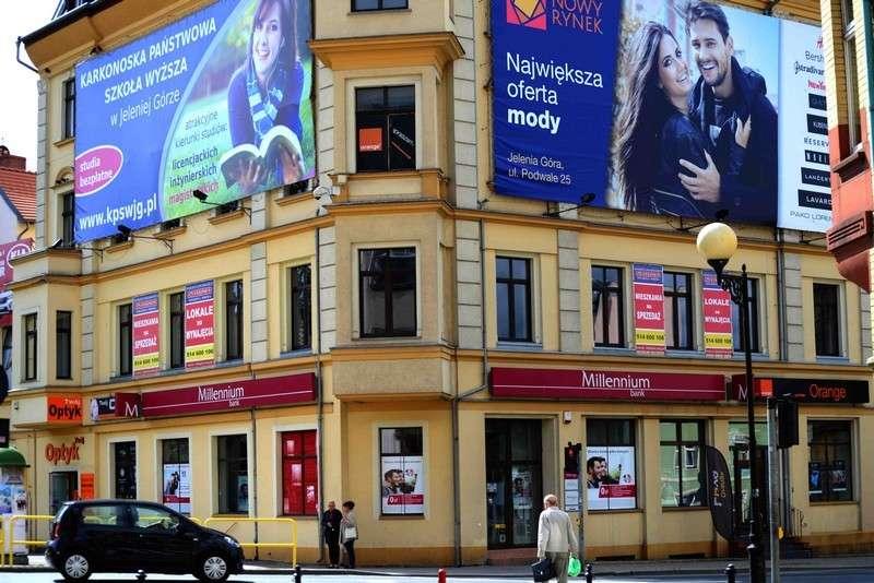 Ważne komunikaty, reklamy szpecą miasto nadchodzi koniec wielkich reklam centrum - zdjęcie, fotografia