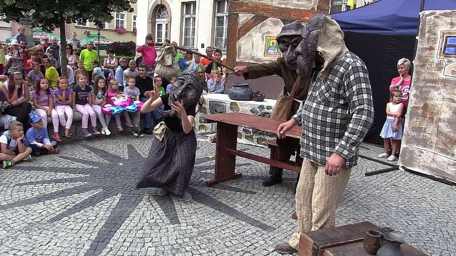 Teatr, Jelenia Góra tętni życiem dzięki teatrom ulicznym - zdjęcie, fotografia