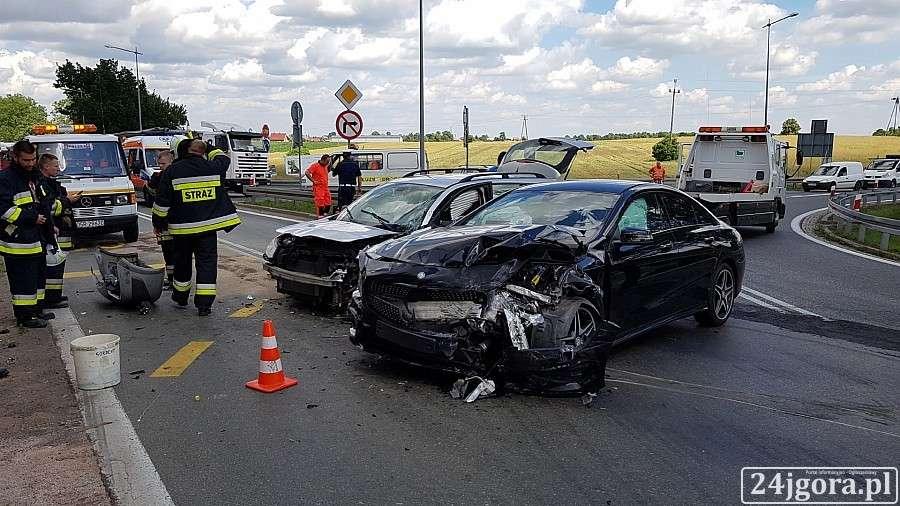 Wypadki drogowe, Niebezpieczny zjazd autostrady stronę Jeleniej Góry - zdjęcie, fotografia