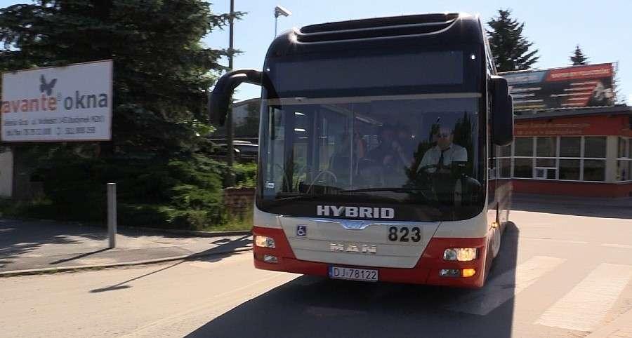 Komunikacja, niska częstotliwość kursowania autobusów - zdjęcie, fotografia