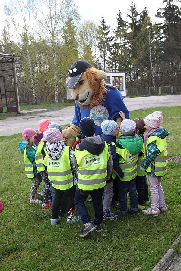Dzieci, Przedszkolaki wizytą Komendzie Miejskiej Policji Jeleniej Górze - zdjęcie, fotografia