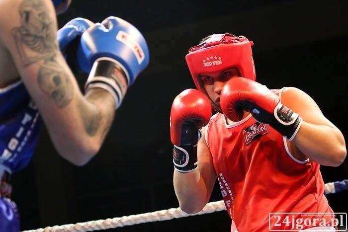 Boks, Oskar Wierzejski strefie medalowej Mistrzostw Polski boksie - zdjęcie, fotografia