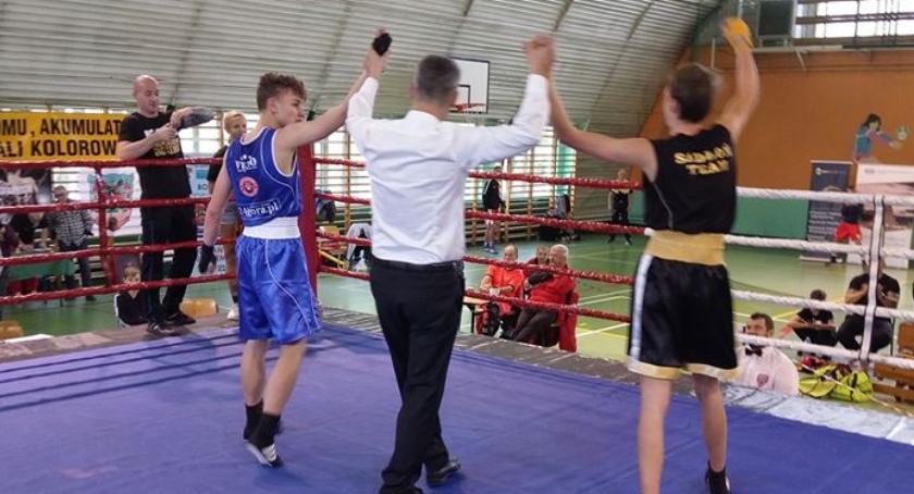 Boks, Świetne występy młodych pięściarzy Fighters - zdjęcie, fotografia