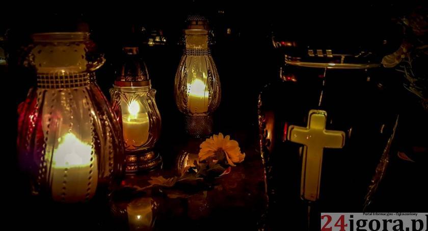 Ludzie, Jeleniogórzanie odwiedzali groby swoich bliskich - zdjęcie, fotografia