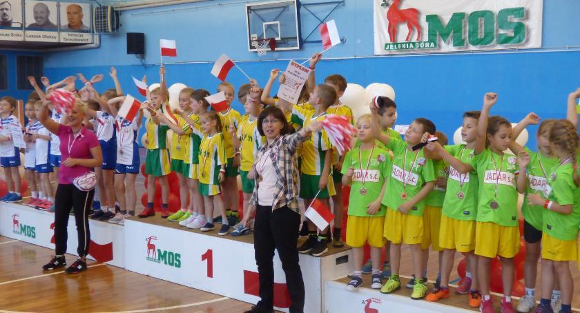 Inne, Patriotyczna rywalizacja pierwszaków - zdjęcie, fotografia
