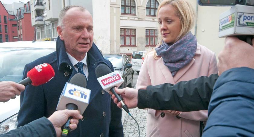 Samorząd, Jerzy Łużniak spełni pierwszą wyborczą obietnicę - zdjęcie, fotografia