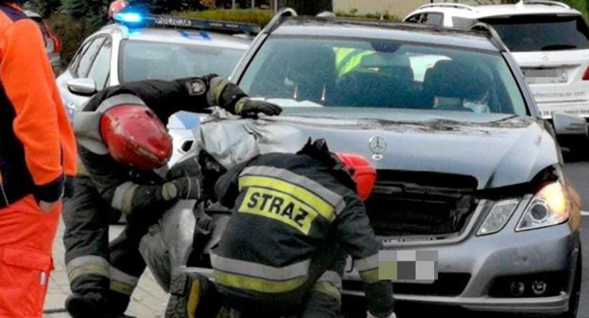 Wypadki drogowe, Zderzenie trzech Jedna osoba szpitalu - zdjęcie, fotografia